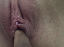 Wetting and moaning as she comes